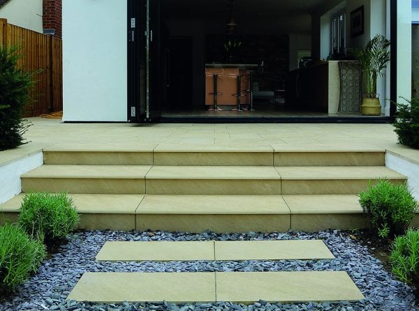 Bradstone Mode Profiled - Step - Beige - 900x450