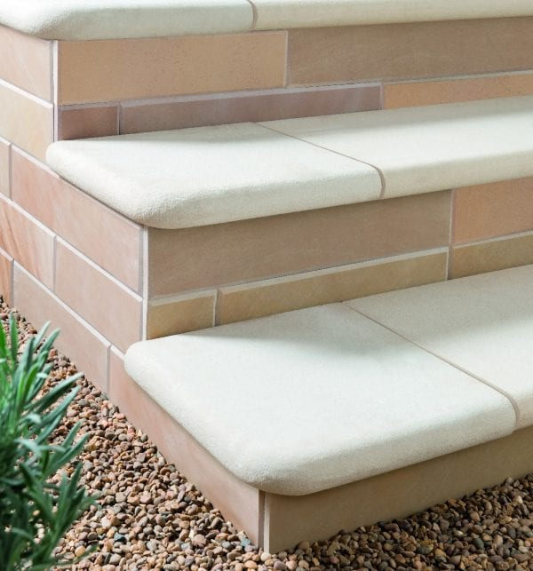Bradstone Smooth Natural Sandstone - Step Corner - Dune - 350x350