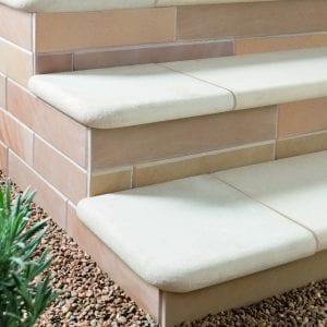 Bradstone Smooth Natural Sandstone - Step - Dune - 600x350